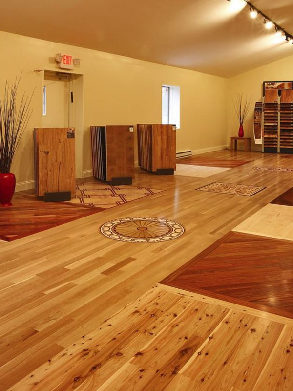 A mosaic pattern hardwood flooring design