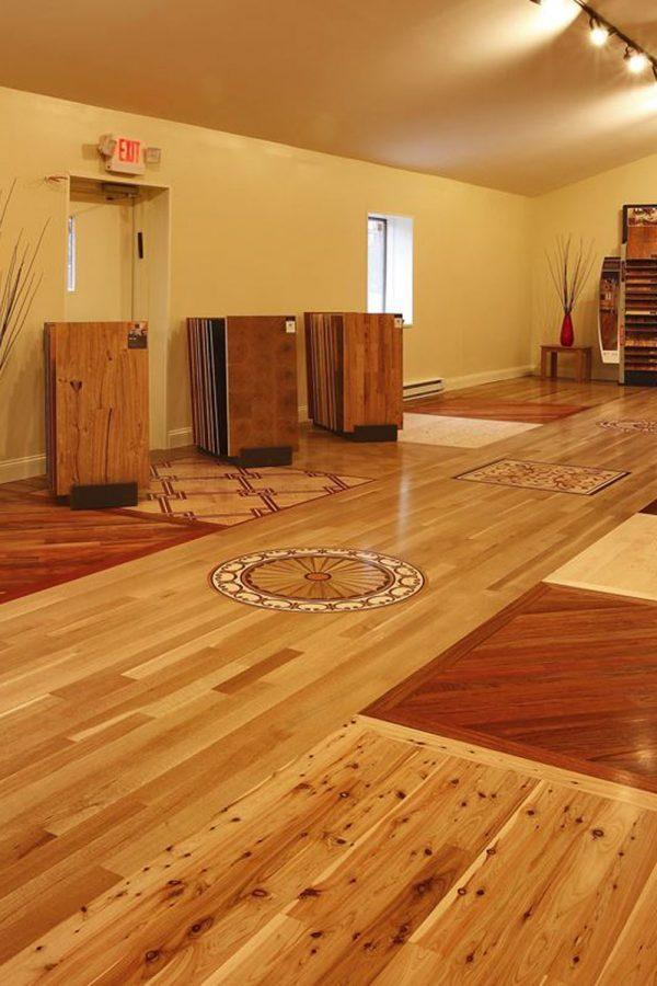 A mosaic pattern hardwood flooring design